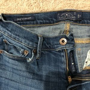 Lucky brand sweet 'n straight jeans. Size 2/26